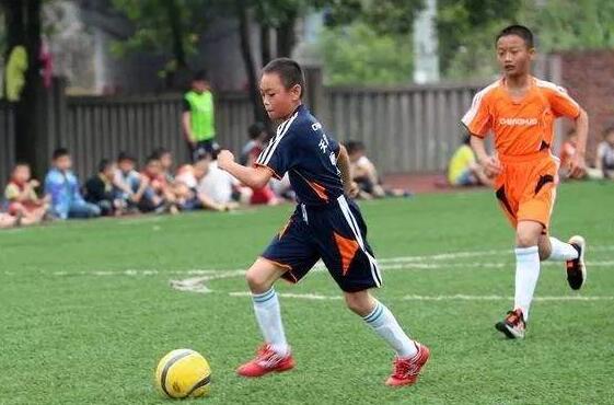 激烈的足球比赛作文-三年级.jpg