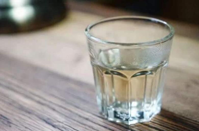 一杯水让生活更美好.jpg